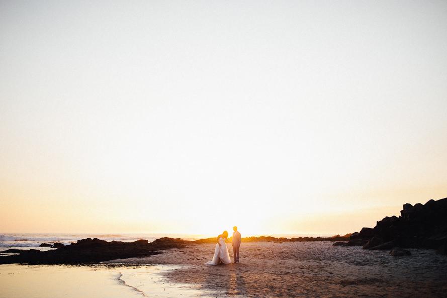 Strandhochzeit mit SonnenuntergangHochzeit am Strand bei Sonnenuntergang- Aufgenommen von Carmen and Ingo Photography